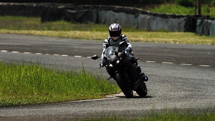 Yamaha YZF-R15 V3 track ride