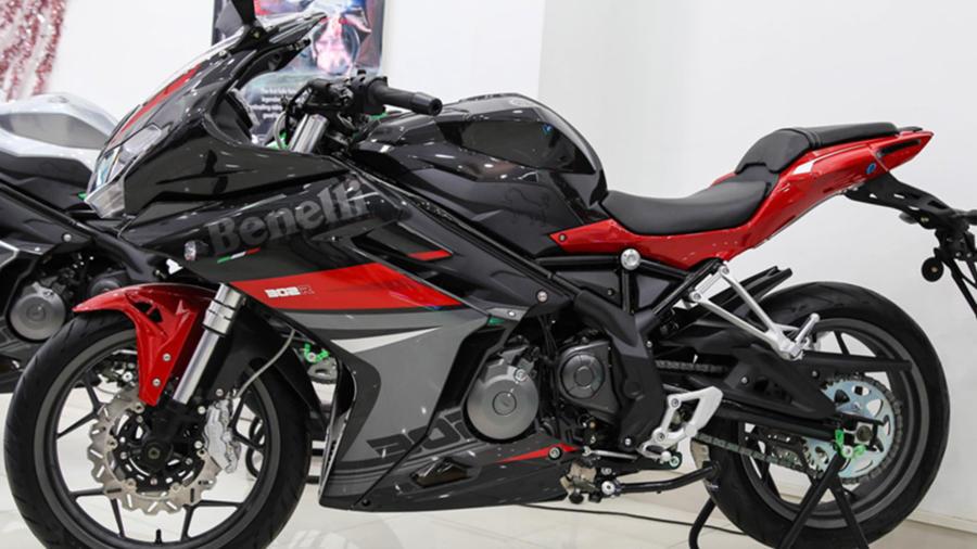 Benelli 302R black