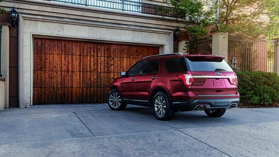 Ford Explorer facelift red
