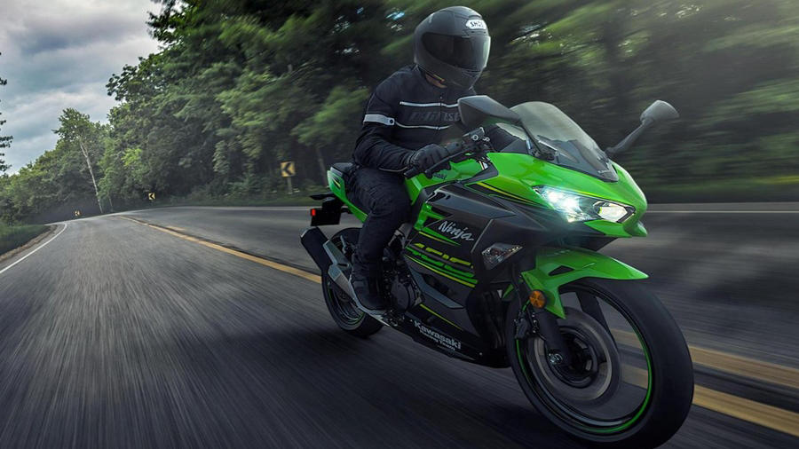 2018 Kawasaki Ninja 400 front