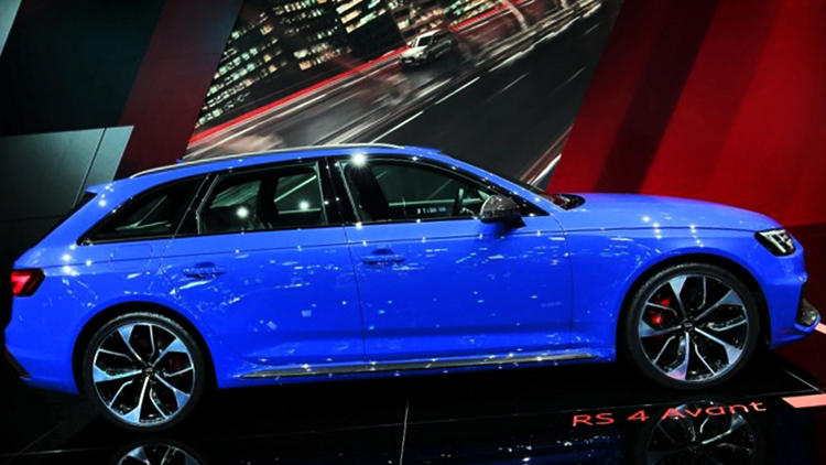 Audi RS4 Avant blue side