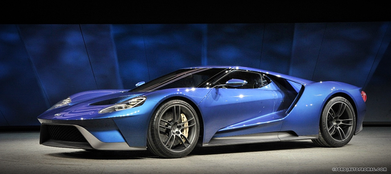 2016 Ford GT side