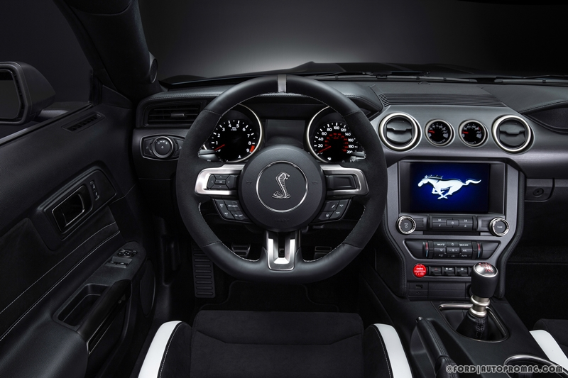Ford Shelby Mustang GT350R  interior