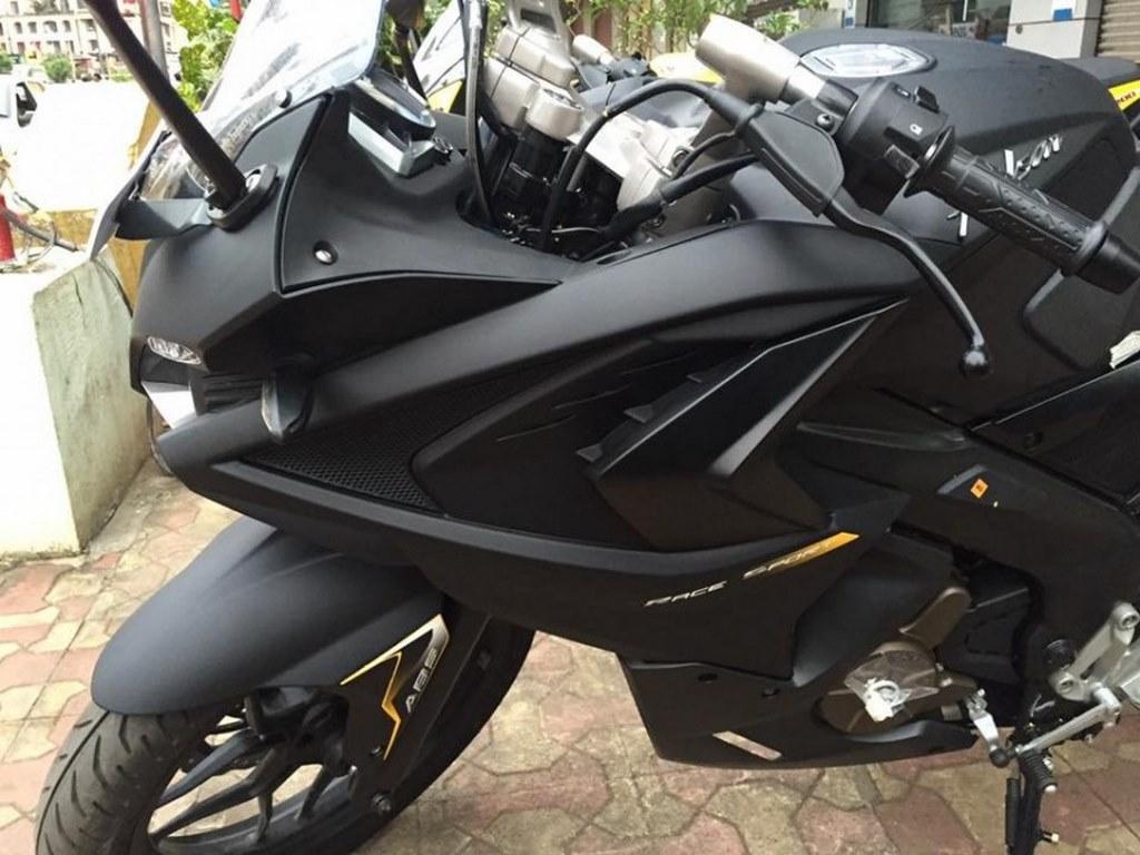 Bajaj Pulsar RS 200 demon black custom