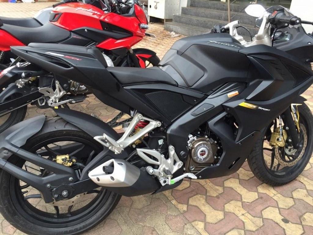 customised Bajaj Pulsar RS 200 demon black