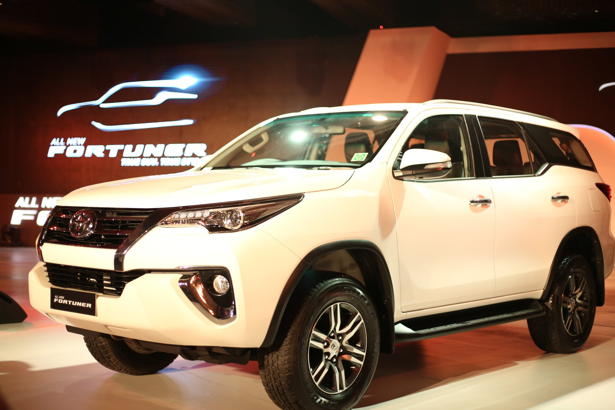 2017 Toyota Fortuner Launched In India Priced From Rs 25