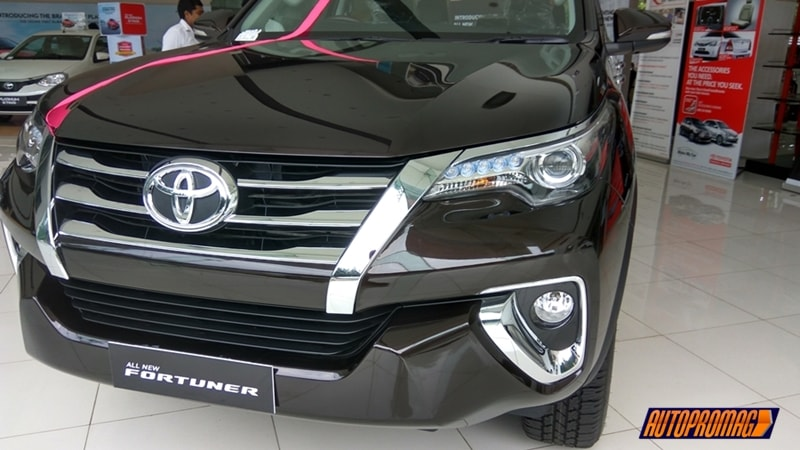 New 2017 Toyota Fortuner 2WD MT Base Variant Review- Interior & Exterior .