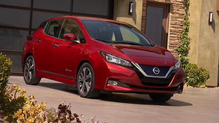 Nissan Leaf 2018 red front