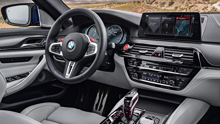 F90 M5 interior