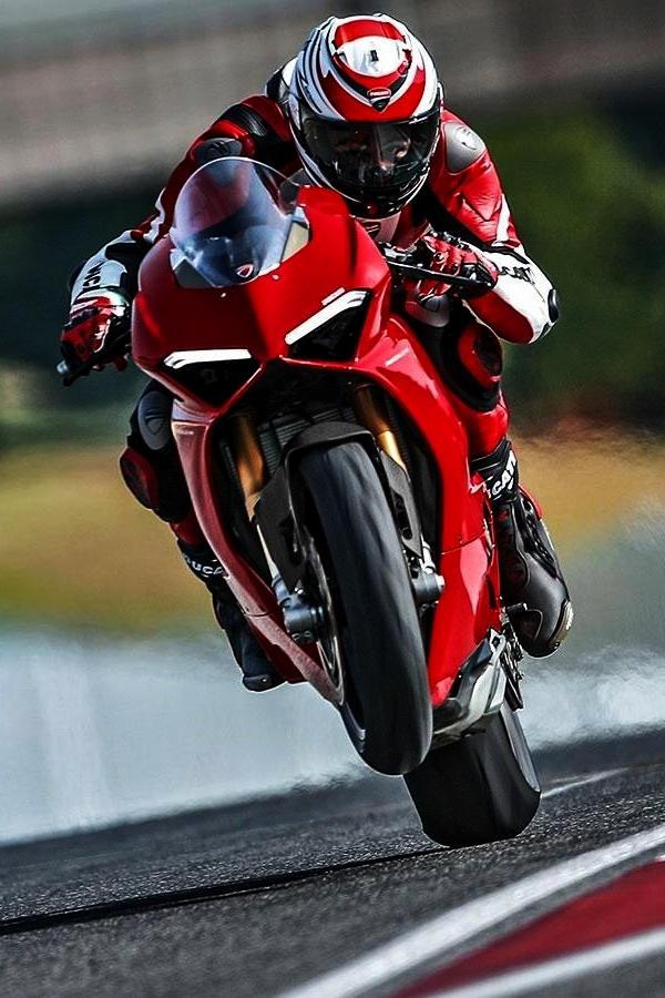 2019 Ducati Panigale V4 wheelie track