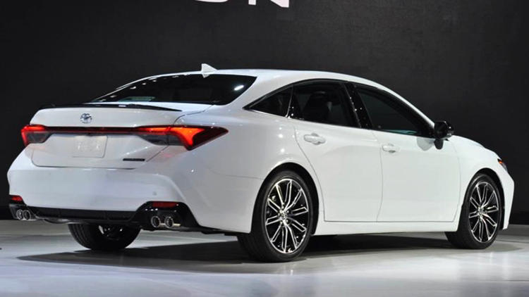 2019 Toyota Avalon white rear