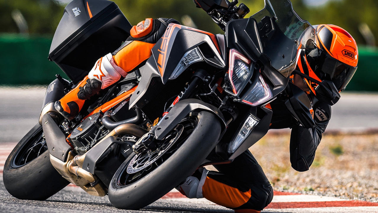 2019 ktm 1290 super duke gt spied price release date specs. Black Bedroom Furniture Sets. Home Design Ideas