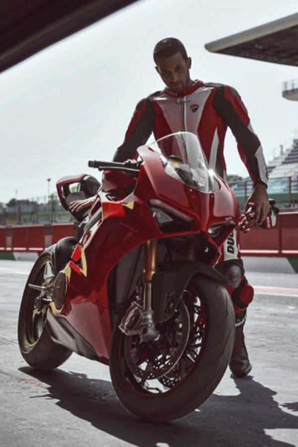 New Ducati Panigale V4