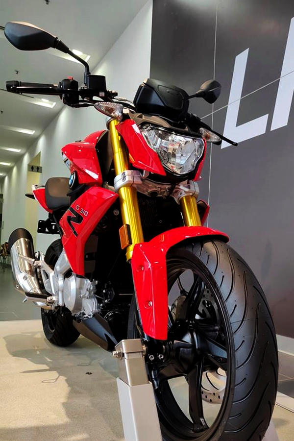 New BMW G 310 R red