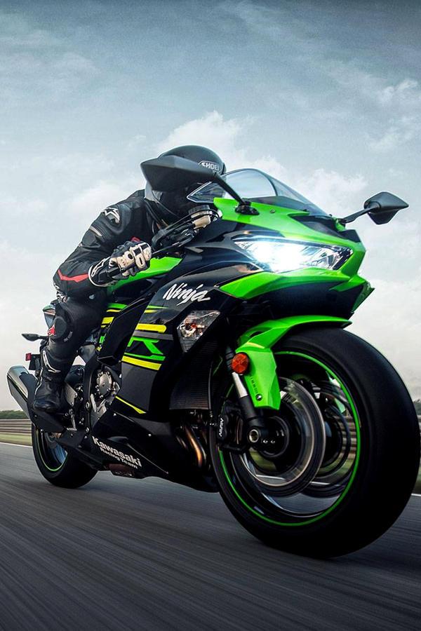 2019 Kawasaki Ninja ZX6R rider green