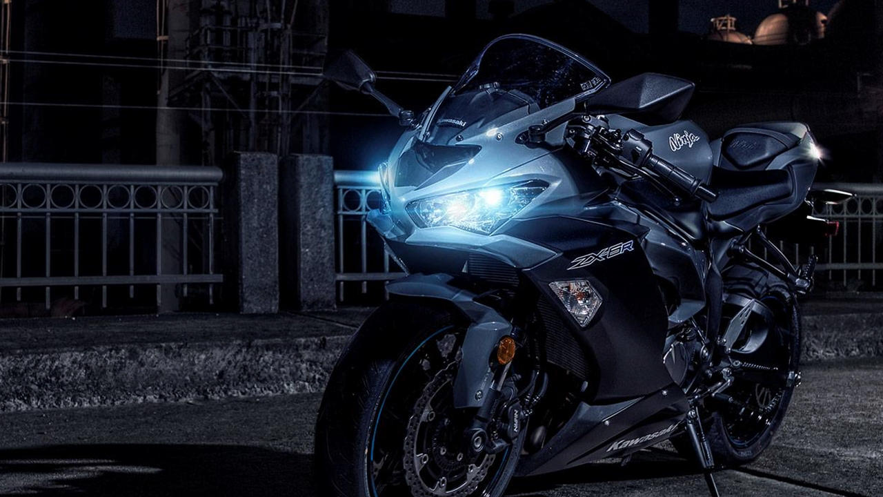 Black Kawasaki ZX6R night