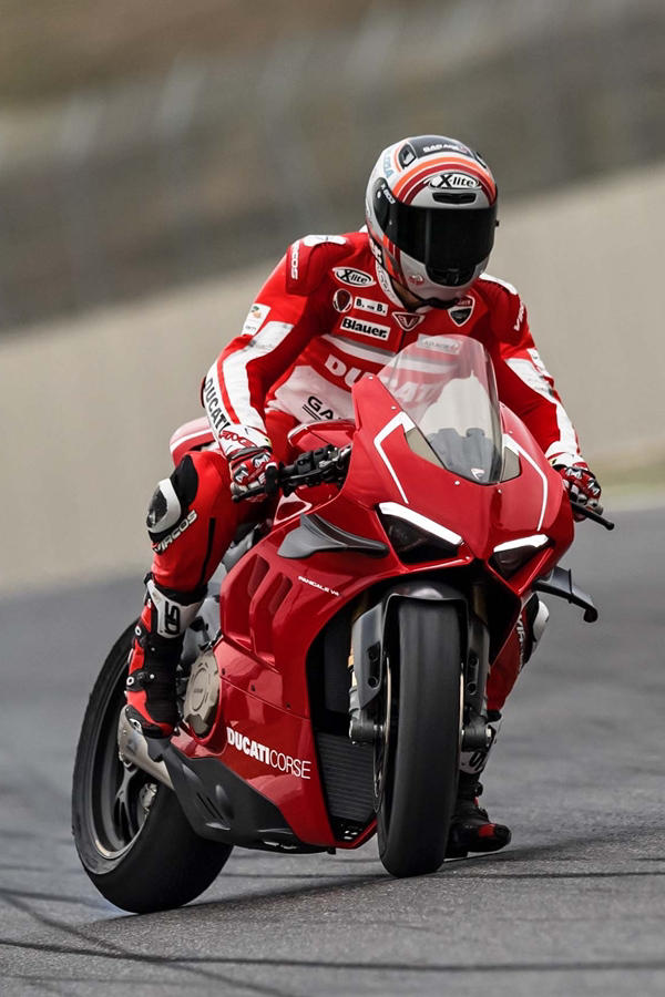 Ducati Panigale V4 R track day