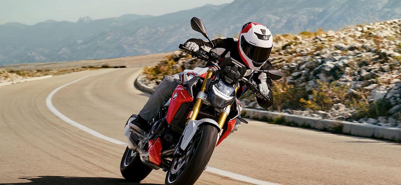 BMW's F 900 R Takes On Ducati