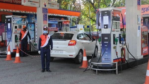 Petrol, diesel price skyrocketing. Oil minister blames previous UPA government